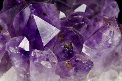 Amethyst makro Kristalle schräg von oben
